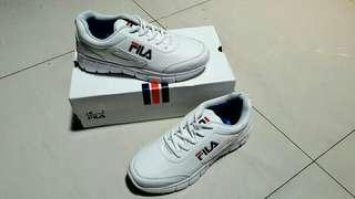 Sepatu running atau sepatu olahraga