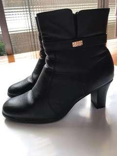 🚚 黑色 側繫帶鑽石造型 中高跟短靴 37碼