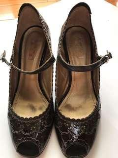 🚚 黑魚口雕花設計 繫帶細高跟鞋