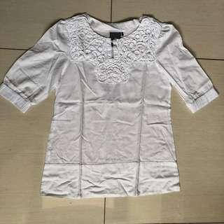 Bayo white top