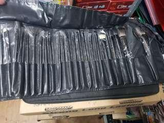 21 PC  brush set with leather case m sytle