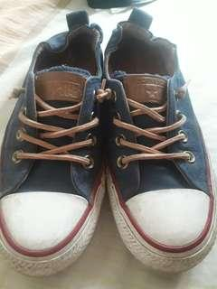 Pre-loved converse sneakers (orig)