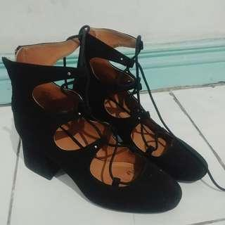 Preloved H&M Lace Up Black Shoes with Heels