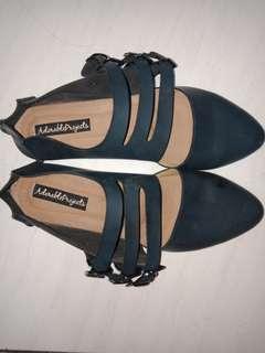 Sepatu dongker