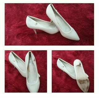 Cream Pointed High Heels #bersihbersih