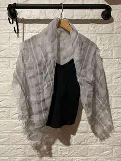🚚 Abercrombie &Fitch 灰色簍空絲巾圍巾