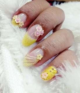 Perawatan kecantikan / nail art