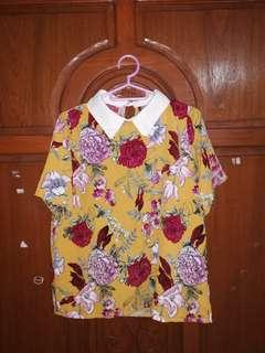 FLORAL BLOUSE WITH WHITE COLLAR
