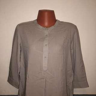 UNIQLO Gray Blouse