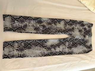 🚚 黃淑琦蛇紋修身褲