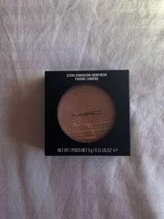 MAC BEAMING BLUSH EXTRA DIMENSION SKIN FINISH HIGHLIGHTER
