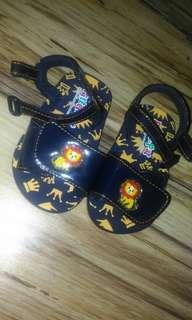 Pitter-pat Baby sandals