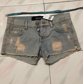 Low waist short pant