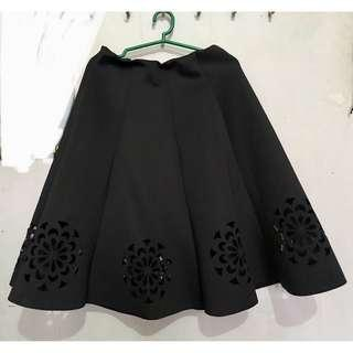 Black thick pleated skirt