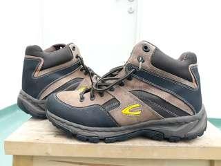 High cut hiking boot