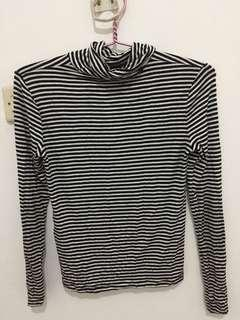 STRADIVARIUS STRIPED TURTLENECK