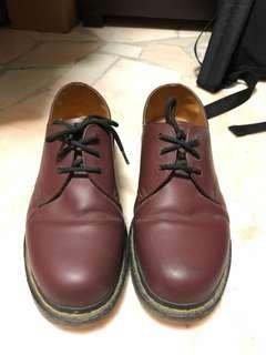 Doctor martens wine colour shoe
