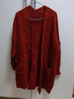 🚚 紅色長版開叉毛衣