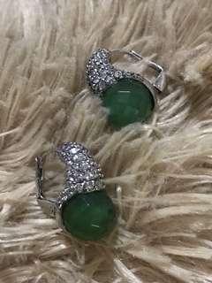 swavroski earings with adventurine gemstone