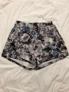 🚚 Floral Origami Shorts
