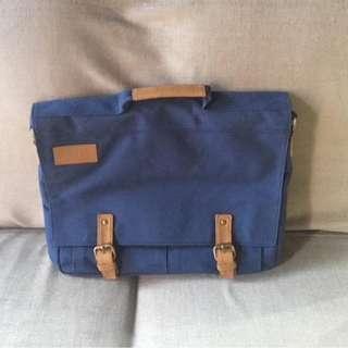 Grizzly Gear Messenger / Laptop Bag