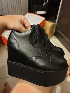 High shoe