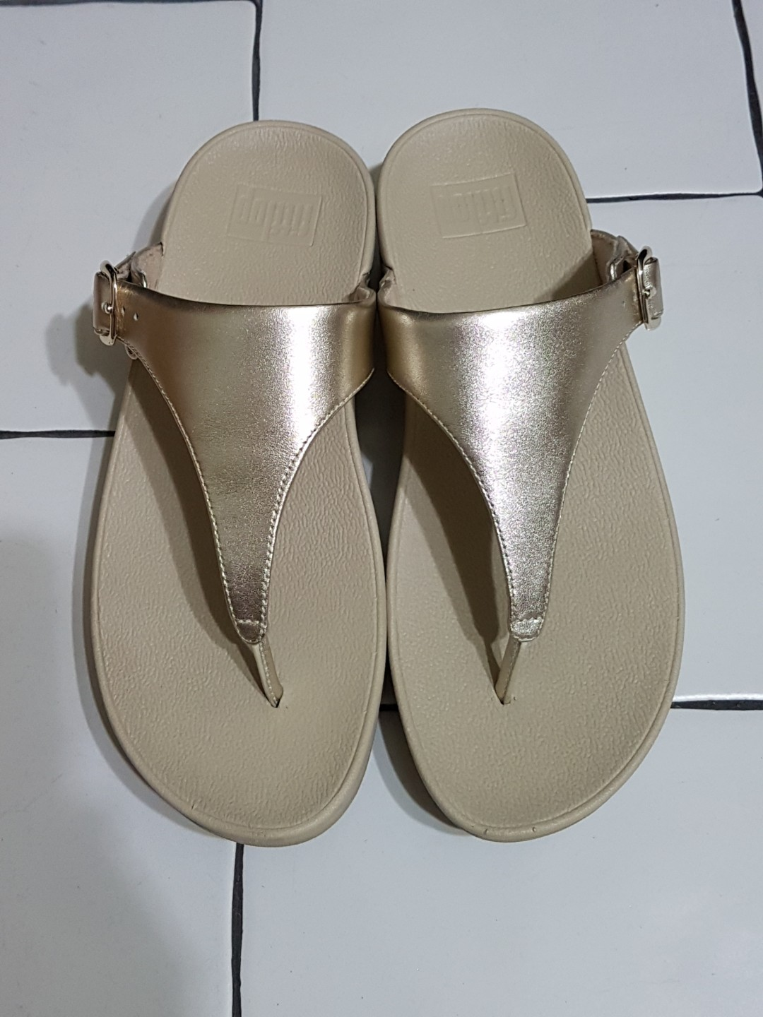 1ea389d3ac48c7 Fitflop Skinny Leather Toe-Thong Sandals - pale gold