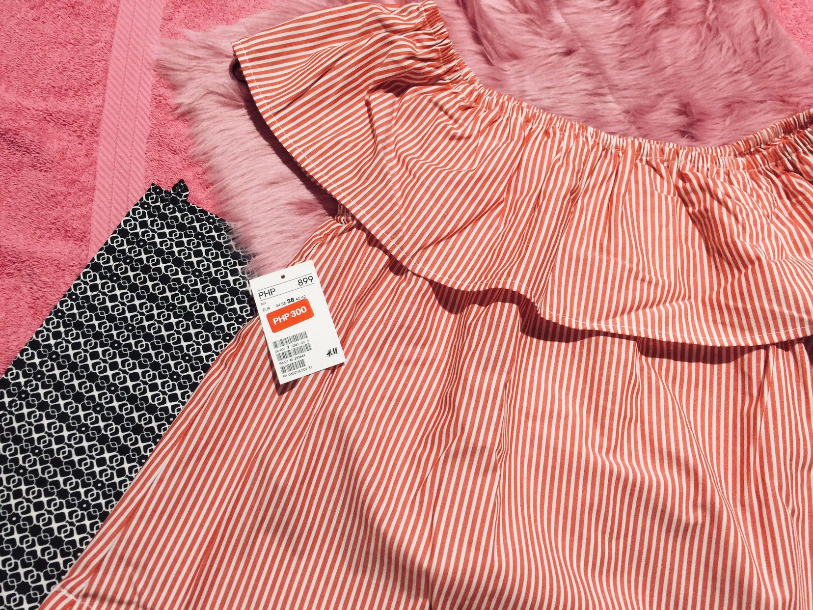 5d29281928 H&M] Red-striped Top, Women's Fashion, Clothes, Tops on Carousell