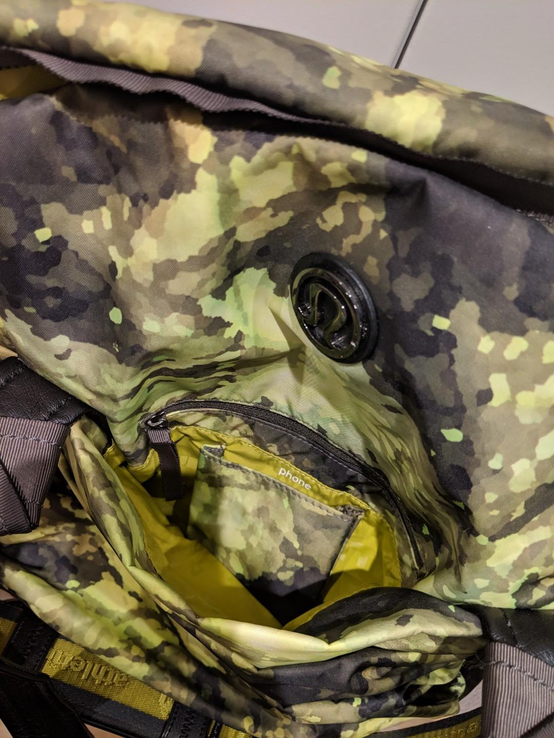 Lululemon exercise gym tote bag in camo green