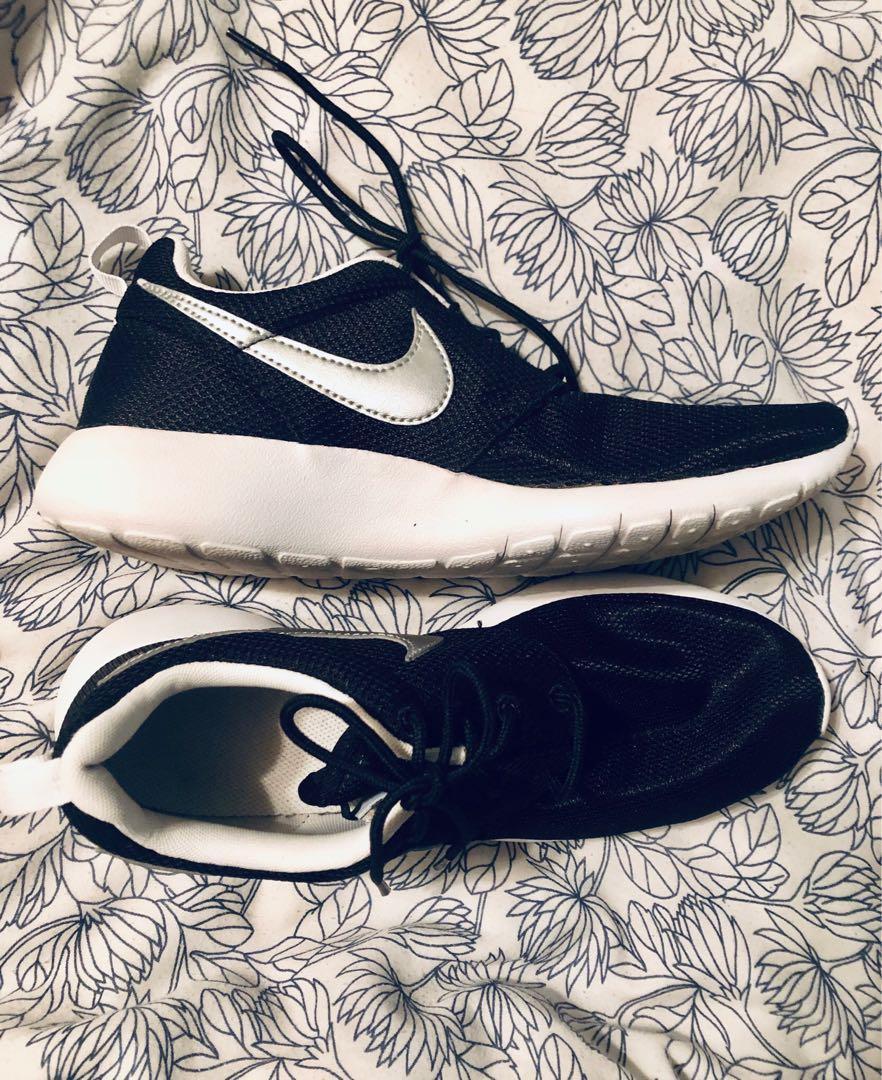 Nike Roshe Size 6