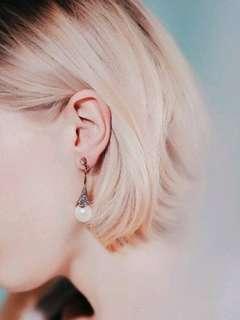 🚚 華麗年代珍珠碎鑽垂吊耳環