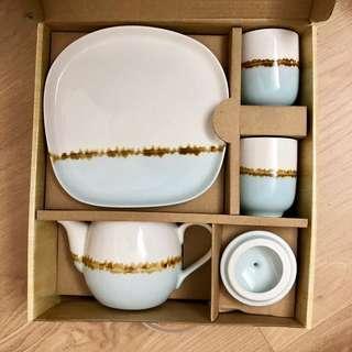 🚚 全新 松村窯 手繪 雙色茶具組 手繪畫陶瓷 兩個杯+一盤+一壺 茶壺 典雅 下午茶 茶杯 茶碗 茶具專用 品茗杯 原價799對折賣