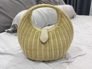 Trendy rattan bag
