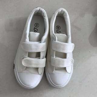 BN school shoe 6-7 yrs