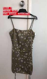 KHAKI FLORAL FESTIVAL MINI DRESS SIZE S