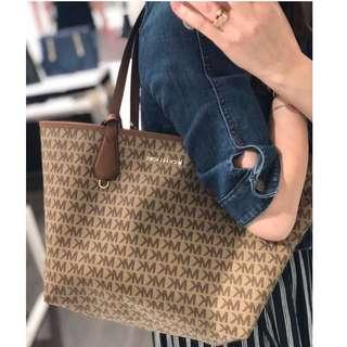 7a1303ba969c michael kors pouch | Women's Fashion | Carousell Singapore
