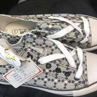 上海回力全新布鞋 $40
