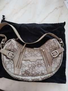 DKNY HAND BAG ( AUTHENTIC)