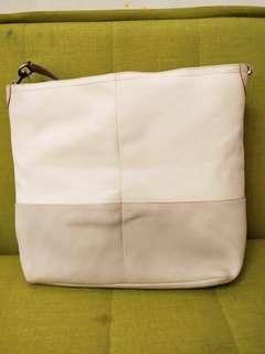 🚚 Coach白色大側背包