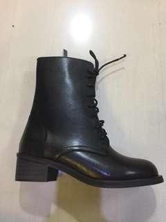 Black Hi Cut Lace Up Boots size 37 38