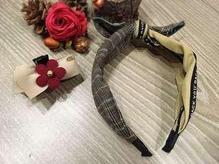⏰新品特價中♥️韓款 字母拼接格紋髮箍&小花卡其緞帶中抓夾🈴️售