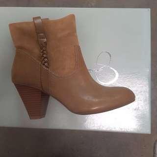 Jessica Simpson Leather Ankle Fashion Boots - Size 7 AUS
