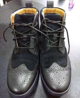 🚚 clarks 超輕潮靴