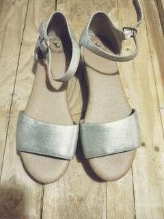 銀色金屬防水台厚底涼鞋