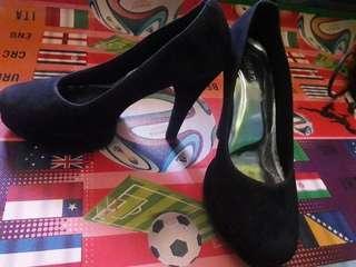 Heels hitam cqkep