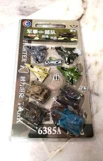 4 x Fighter & 4 x Tank Pull Back toys
