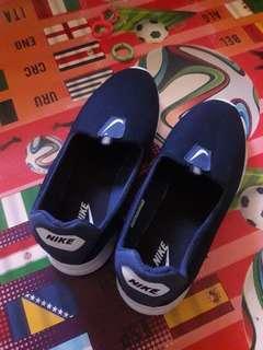 Sepatu sport nike