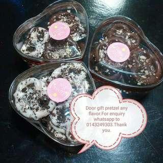 Valentine pretzels chocolate flavour