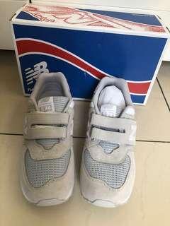 Brand New sneakers white grey New Balance 574 youth boy EU 40