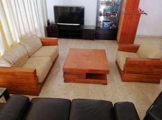 2 + 1 seater sofa + coffee table